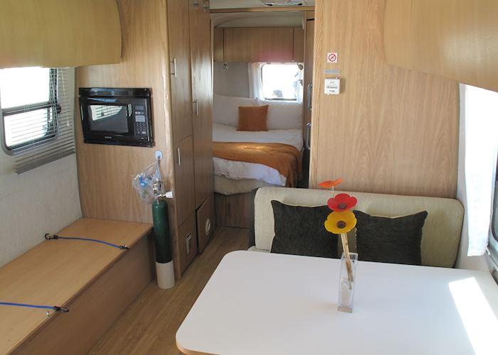 Deluxe Airstream Camper, Jirira