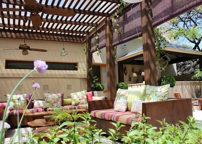 Outdoor Lounge at the Hub Porteno