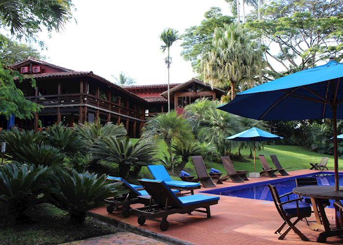 Pool and gardens, Sazagua