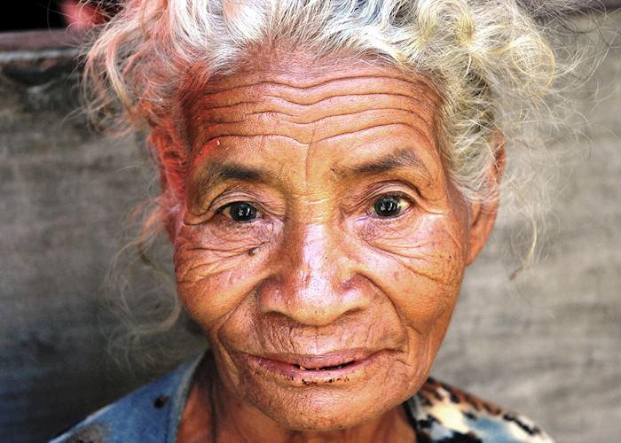 Village lady, Belaraghi, Flores