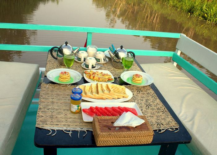 Open Deck breakfast on the Deluxe Klotok Boat