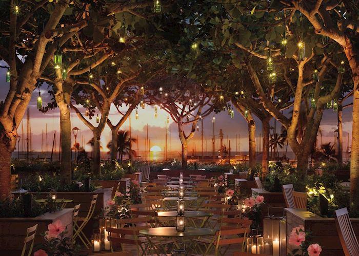 Pool Bar, The Modern Honolulu Hotel