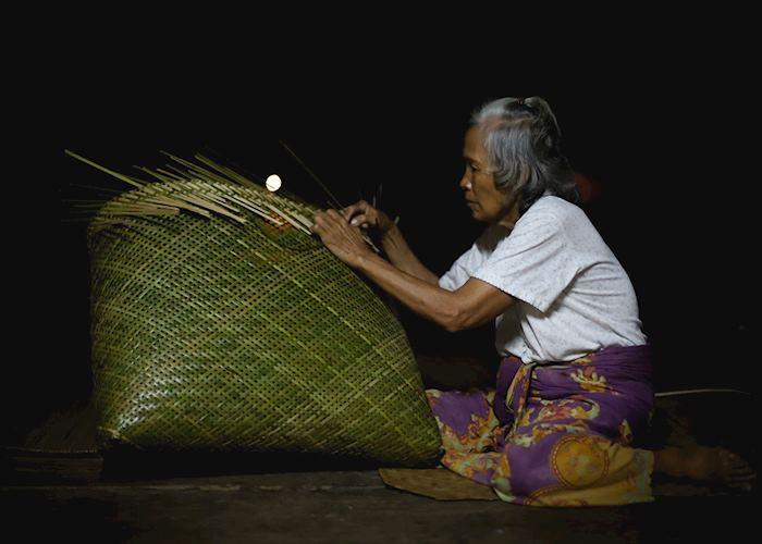 Iban Night Weaver