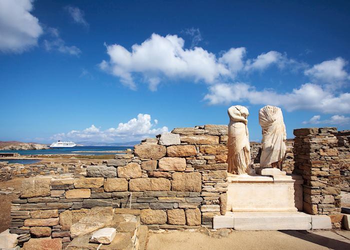Statue of husband and wife, Delos