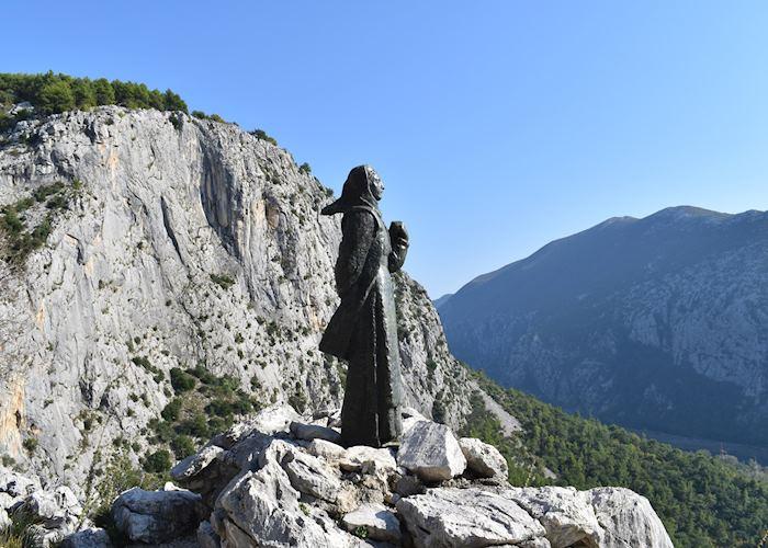 Statue to Mila Gojsalić, Croatia
