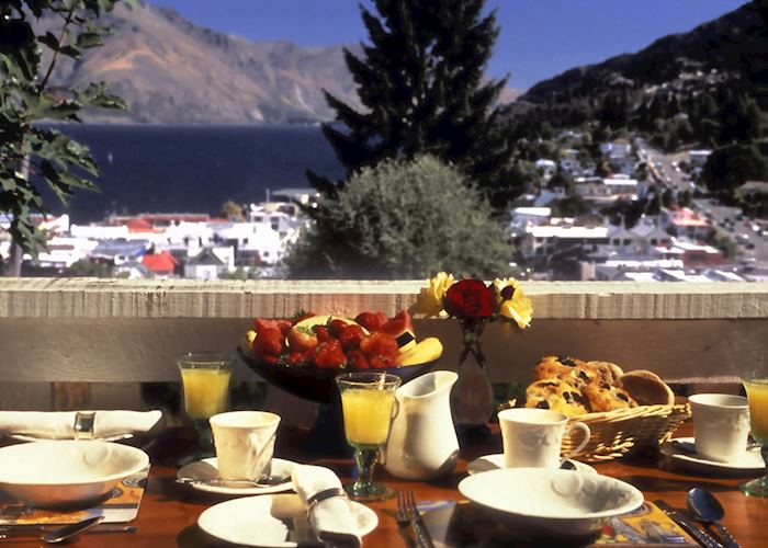 Alfresco breakfast, Queenstown House, Queenstown