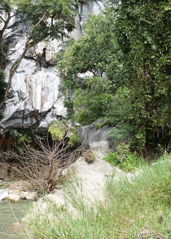 Kong Lor Caves, Hin Buon