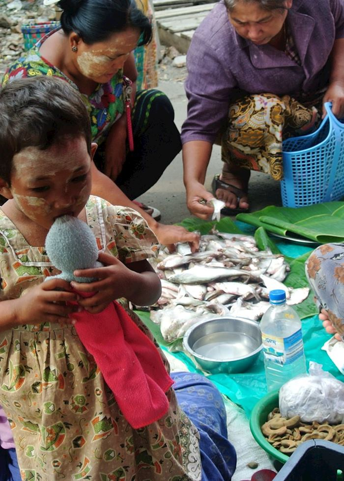 The daily routine at the Railway Market, Mandalay, Burma (Myanmar)