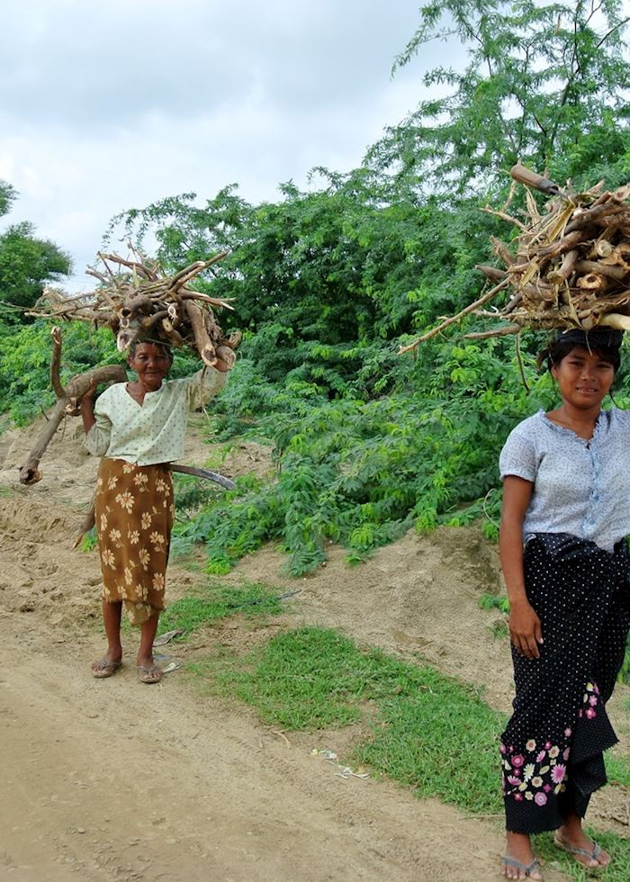 Women at work on the West side of the Irrawaddy River, Bagan, Burma (Myanmar)